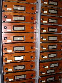 La mémoire d'un ordinateur fonctionne comme une grosse armoire avec beaucoup de tiroirs