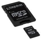 Une carte Micro SD et son adaptateur, permettant de la lire dans un lecteur SD classique