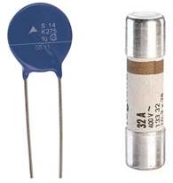 Varistance (à gauche) et fusible (à droite)
