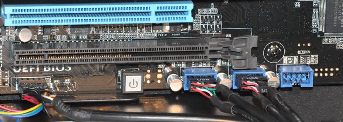 Branchement des connecteurs Audio et USB de façade sur la carte mère