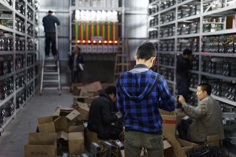 Des mineurs de Bitcoin en Chine (ici HaoBTC)