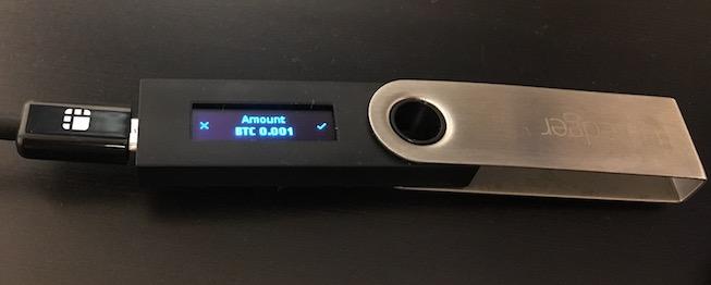 Le Ledger vous demande de confirmer la transaction en appuyant sur un bouton