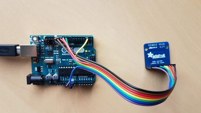 La connexion série entre un module Bluefruit LE et une carte à microcontrôleur Arduino UNO