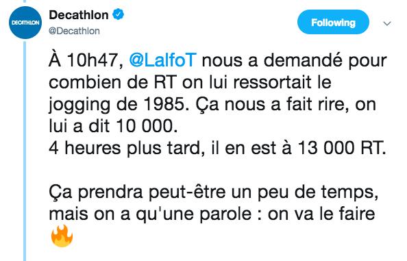 Decathlon propose à sa communauté de reproduire le jogging de 1985 si cette publication Twitter obtient 10 000 RT. 4 heures après cette annonce, Decathlon a déjà atteint 13 000 RT.