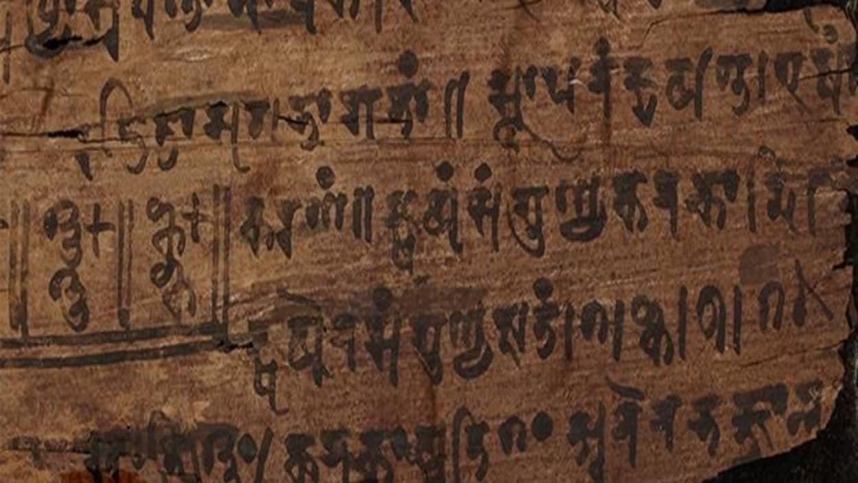 Extrait du manuscrit Bakhshali (source, https://images.radio-canada.ca/q_auto,w_1250/v1/ici-info/16x9/manuscrit-bakhshali-zero.jpg)