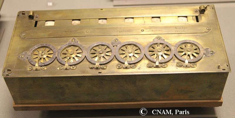 Pascaline de la Reine Christine de Suède (source, http://www.ami19.org/Pascaline/PhotoPascalines/CNAM-MachineReineSuede.jpg)