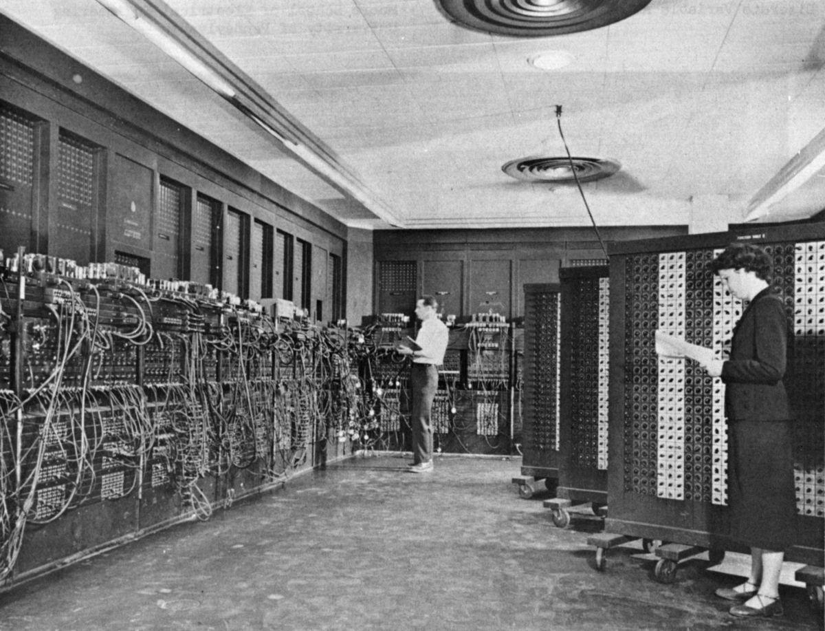 ENIAC (source, https://upload.wikimedia.org/wikipedia/commons/thumb/4/4e/Eniac.jpg/1200px-Eniac.jpg)