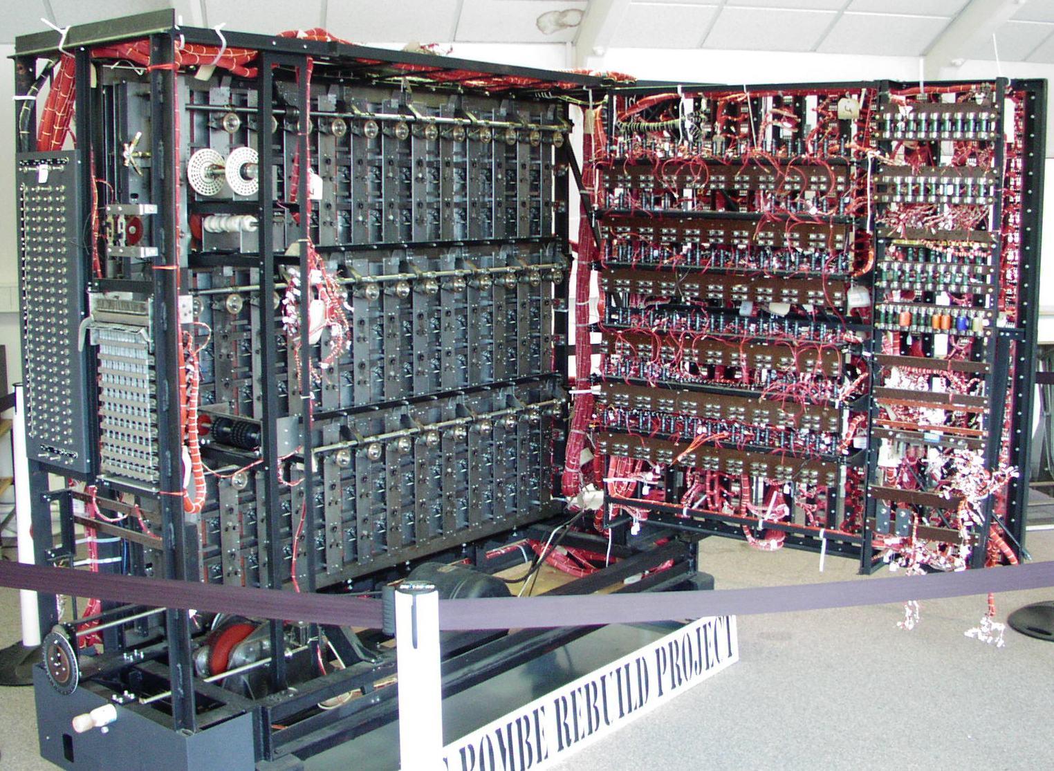 Reconstitution de la bombe de Turing (source, https://upload.wikimedia.org/wikipedia/commons/5/5c/Bombe-rebuild.jpg)