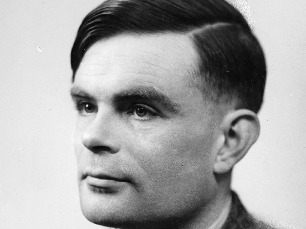 Alan Turing (source, https://www.sciencesetavenir.fr/assets/img/2014/06/10/cover-r4x3w1000-5838400fed905-alan-turing_0.jpg)