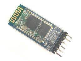 Le module HC05, de dimensions 37,5 mm x 16,5 mm.