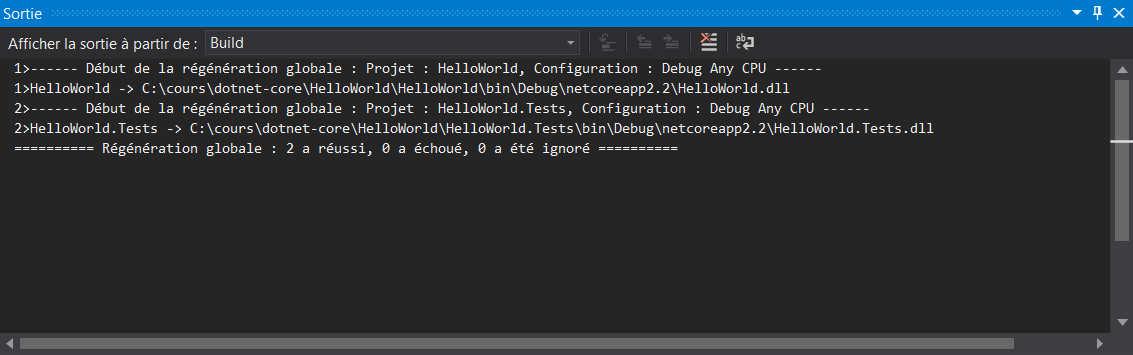 Les résultats d'un build sont affichés dans la fenêtre de sortie