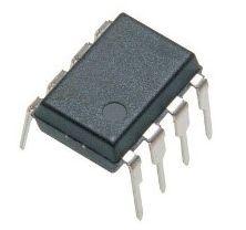 Boîtier traversant : les broches de connexion « traversent » tous les plans de routage du circuit imprimé (le PCB)