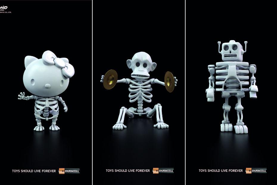 3 jouets en forme de squelette sont représentés
