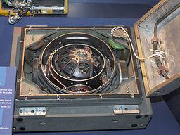 Centrale à inertie du Missile S3, Musée de l'Air et de l'Espace, Paris Le Bourget - Auteur : Pline [CC BY-SA 3.0 (http://creativecommons.org/licenses/by-sa/3.0/)] - Source : https://commons.wikimedia.org/wiki/File:Centrale-intertielle_missile_S3_Musee_d