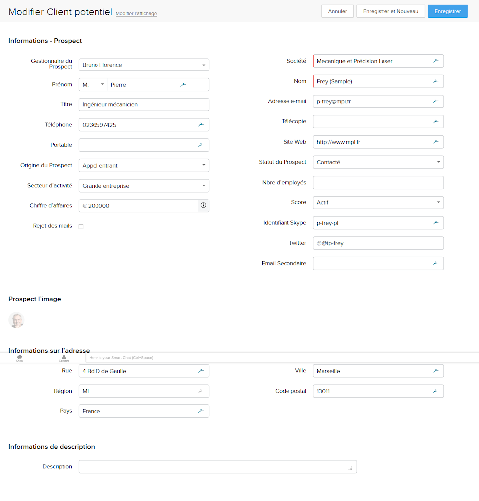 Extrait d'une fiche contact d'un CRM, représenté sous forme d'un formulaire de contact avec diverses informations à saisir